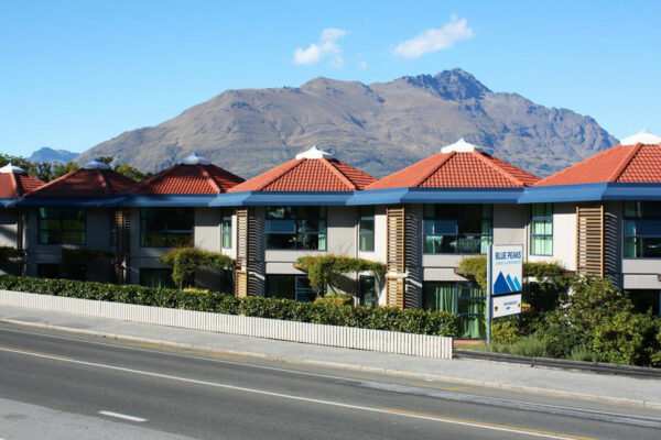 blue peaks lodge queenstown ski accommodation